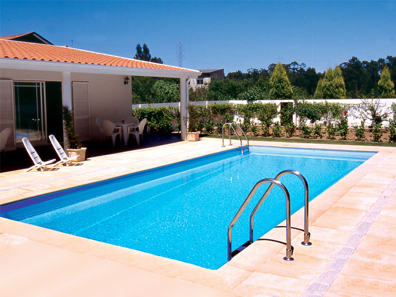 Bien choisir une piscine enterr e acier pas ch re for Piscine jardin rectangle