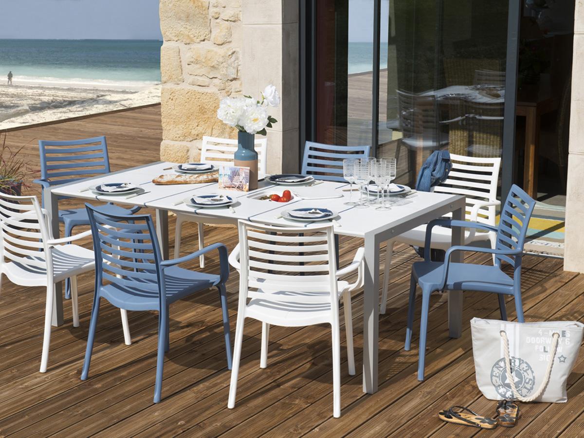 Salon de jardin sunday 1 table 4 fauteuils blancs for Salon jardin habitat