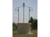 Puits de jardin -  diamètre 120 x 210 cm - Hauteur du corps en pierre : 78 cm - Diamètre intérieur 77 cm