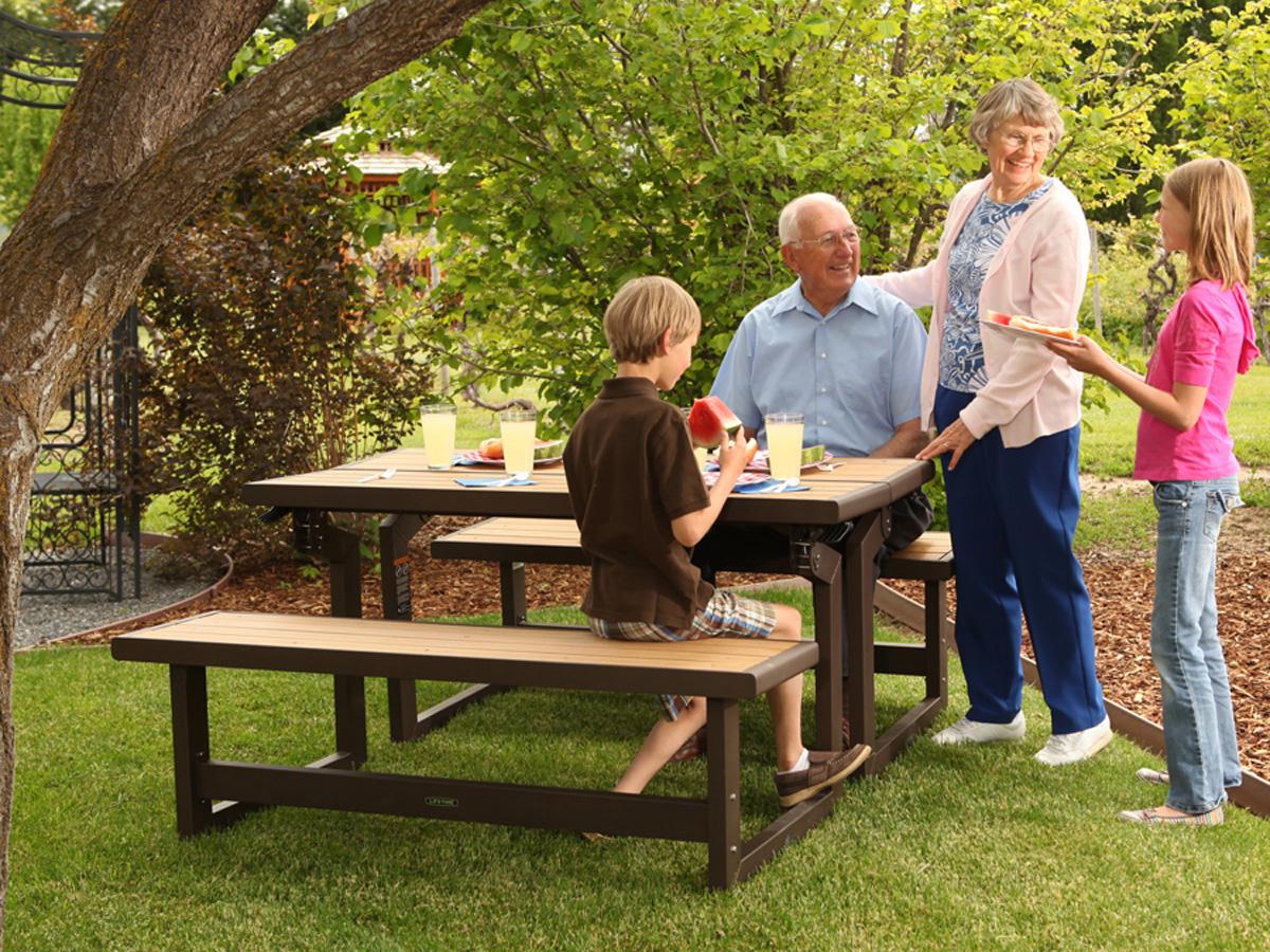 Table de jardin en bois avec banc integre alaingalvez - Table de jardin en bois avec banc integre ...