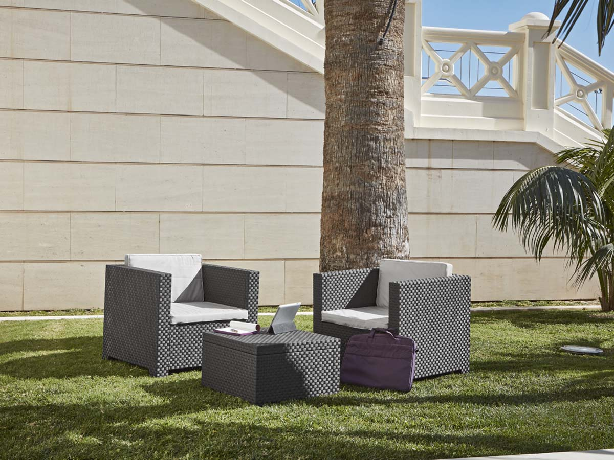 Salon de jardin en r sine t te t te anthracite 89569 for Salon jardin habitat
