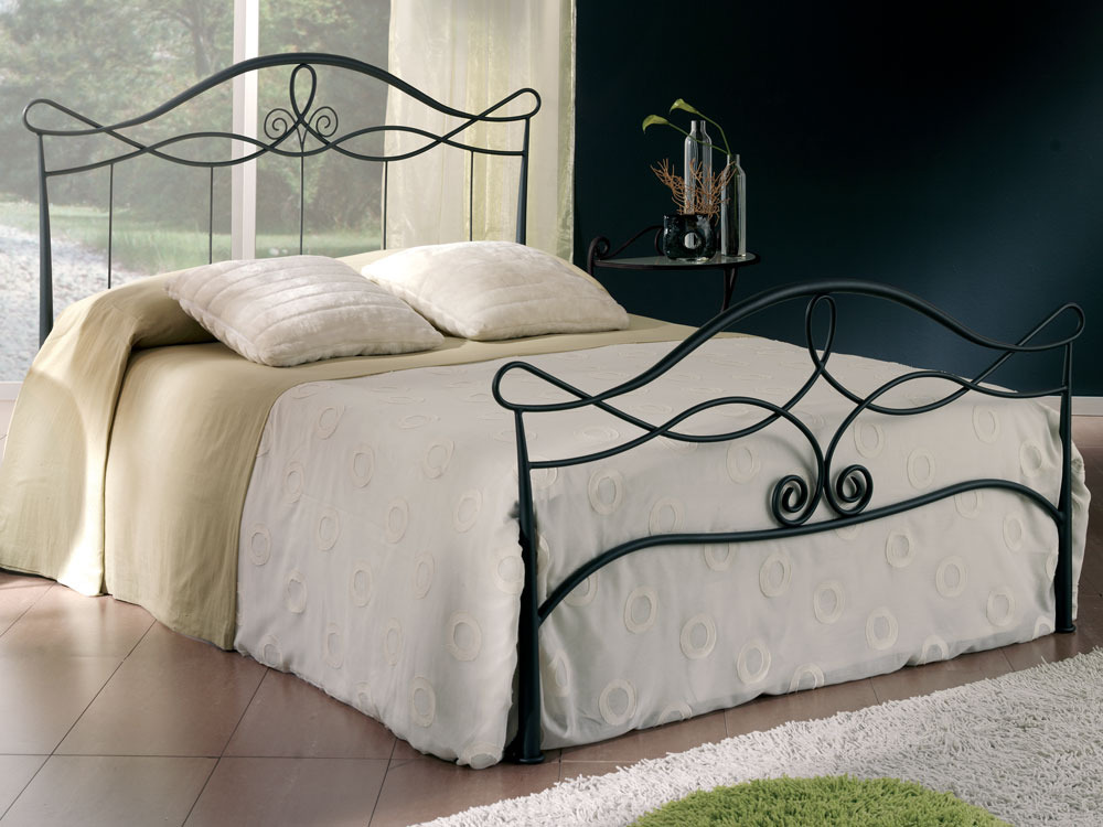 lit m tal soraya avec pans 160 x 200 cm 37441. Black Bedroom Furniture Sets. Home Design Ideas