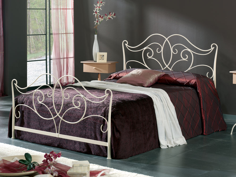 lit m tal katia avec long pans coloris cr me 160x200. Black Bedroom Furniture Sets. Home Design Ideas