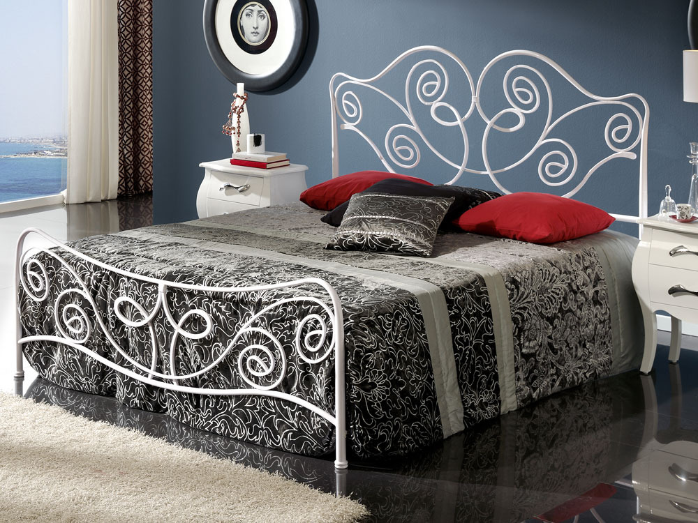 lit en m tal lily avec long pans coloris blanc 160x200 cm 37443. Black Bedroom Furniture Sets. Home Design Ideas