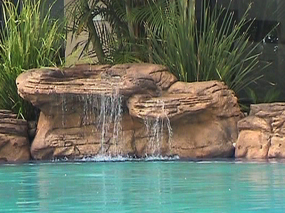 Cascade piscine summit 198 x 120 x 72 cm 33472 for Decor rocher piscine